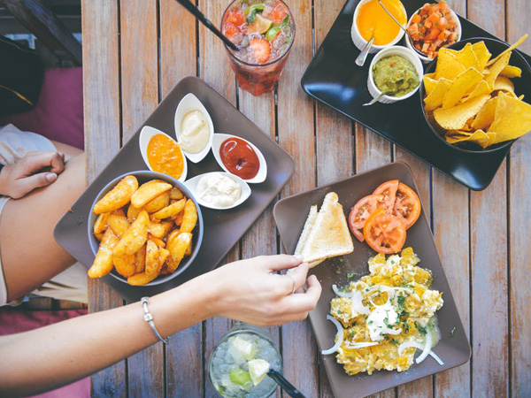 Study finds way to reduce those food cravings