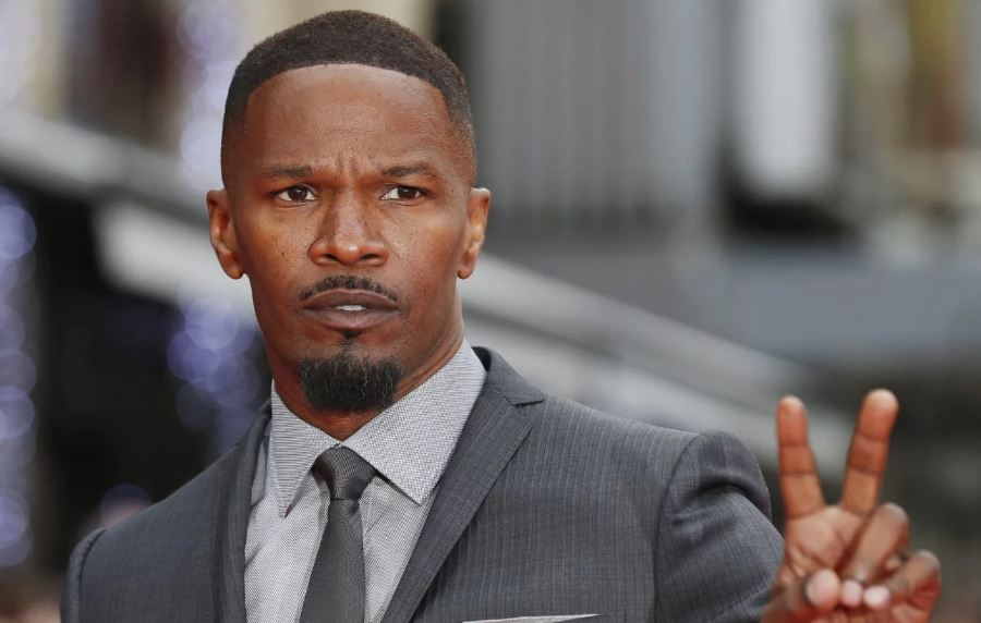 Jamie Foxx to present BET Awards