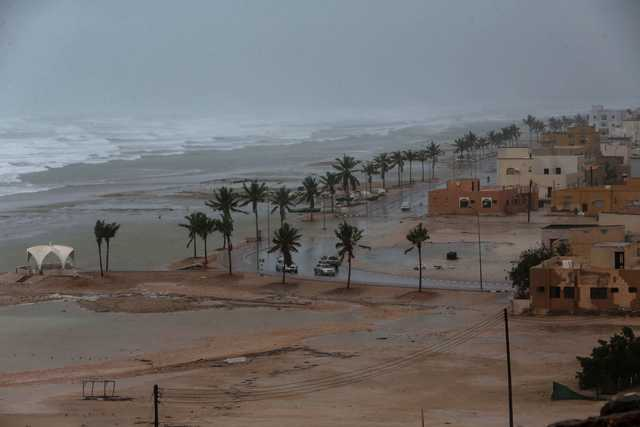 Cyclone alert for Bahrainis in Oman