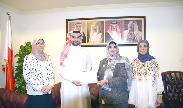 <p>A BD21,700 donation was made by Ebrahim Khalil Kanoo (EKK) to the Health Ministry as part of the company's humanitarian efforts to support and develop the health sector in Bahrain. The money will be used to expand the training hall in ward 23 of Salmaniya Medical Complex. Above, EKK corporate relations and standards director Ammar Bubshait, second from left, hands over the donation to ministry resources and services assistant under-secretary Fatima Al Ahmed in the presence of other ministry officials.</p>