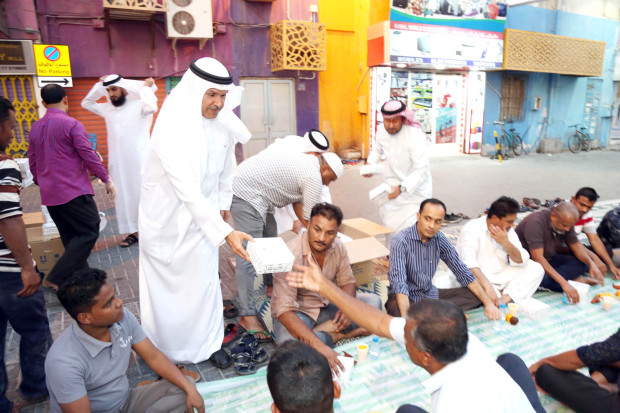 <p>THOUSANDS of Iftar meals will be provided to Muslims across Bahrain under a project launched by the Capital Governorate.</p><p>The programme, Mohammed's Nation, is in its seventh year and is supported by the Bahrain Islamic Bank (BisB).</p><p>The project aims to provide 700 iftar meals daily which amounts to a total of 21,000 meals during the entire Holy Month of Ramadan.</p><p>Capital Governor Shaikh Hisham bin Abdulrahman Al Khalifa stressed the importance of such initiatives in spreading a culture of philanthropy and providing assistance to those less fortunate.</p><p>Above, Shaikh Hisham distributing Iftar meal boxes.</p>