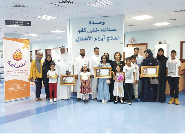 <p>Four children who survived cancer were honoured with bravery certificates at a ceremony organised by the Smile Initiative under the patronage of Health Minister Dr Faeqa Al Saleh. The children received 'Smile Heroes' certificates while their parents were also honoured for being patient and supporting their children through the difficult treatment. The ceremony was held at Salmaniya Medical Complex's Abdulla Kanoo Unit for Paediatric Oncology. The initiative was established in 2010 as part of The Future Society for Youth and runs various programmes for children suffering from cancer, and their families. Attending the event were Health Ministry hospital affairs assistant under-secretary Dr Mohammed Amin Al Awadhi, oncology unit founder Safiya Kanoo and co-ordinator and paediatric consultant Dr Khulood Al Saad, Future Youth Society chairman Subah Al Zayani as well as the children's parents. Above, the cancer survivors with their families and officials.</p>