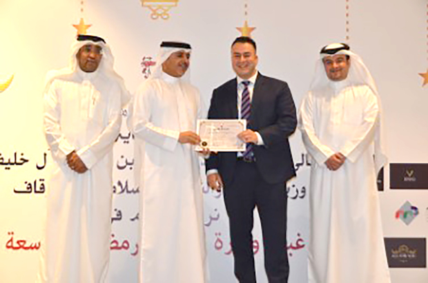 <p><em>Mr Buali, second from left, presenting a certificate to GDN journalist Noor Zahra</em></p> <p>The Justice, Islamic Affairs and Endowments Ministry honoured journalists and ministry employees during its Ramadan ghabga.</p> <div>The awards were presented by Justice, Islamic Affairs and Endowments Ministry Under-Secretary for justice affairs Wael Buali at The Grove Hotel Bahrain in Amwaj.</div> <p><em><br /></em></p>