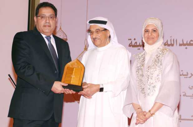 <p>Dr Shaikh Mohammed, centre, and Dr Al Qassim, right, honour BMS former president Dr Mohammed Al Rafea</p>