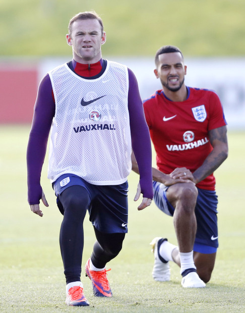 Rooney 'free' to leave Everton says Silva