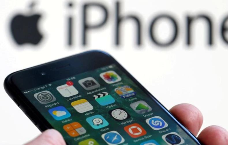 Apple facing ban on iPhones over patents