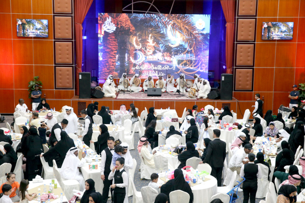 <p>The Public Security Officers' Club yesterday hosted Eid celebrations for families and guests. The ceremony was part of the club's social activities to promote community partnership and included a number of social and entertainment activities, featuring games and distribution of gifts to children.</p>