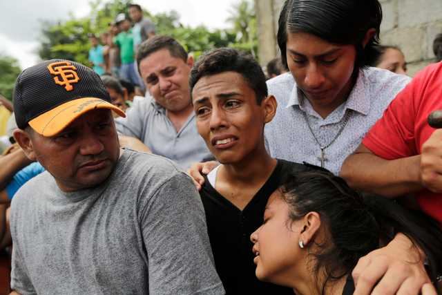 Nicaraguan town defies government siege to bury dead