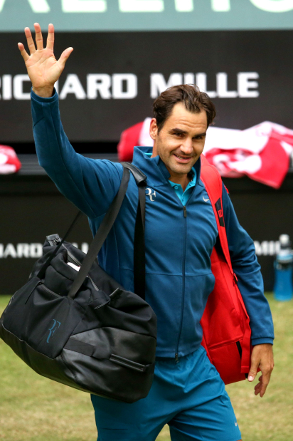 Federer holds off Paire to enter last eight