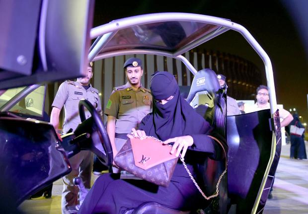 Saudis rev up to lift driving ban
