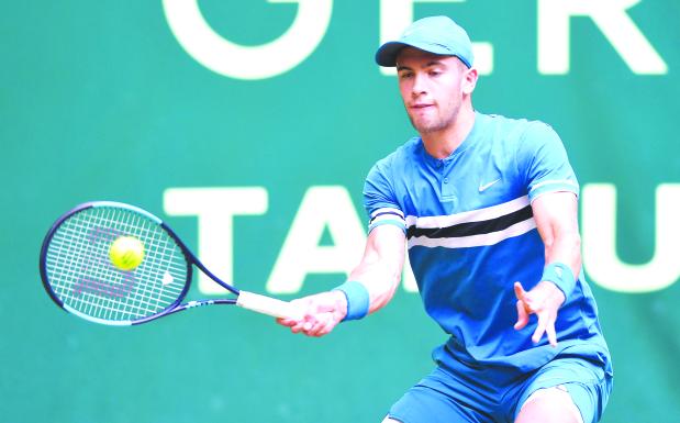 Tennis: Federer sets up Coric final in Halle