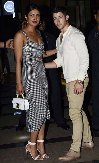 VIDEO: Priyanka Chopra, Nick Jonas' 'dinner date' in Mumbai
