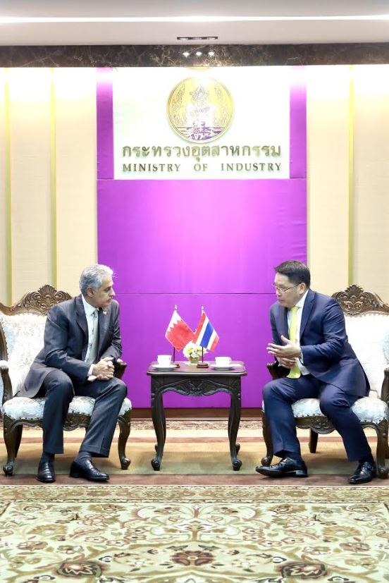 <p>Industry, Commerce and Tourism Minister Zayed Alzayani met his Thai counterpart Utama Savanayon. He stressed Bahrain's keenness to boost economic relations with friendly countries.</p>