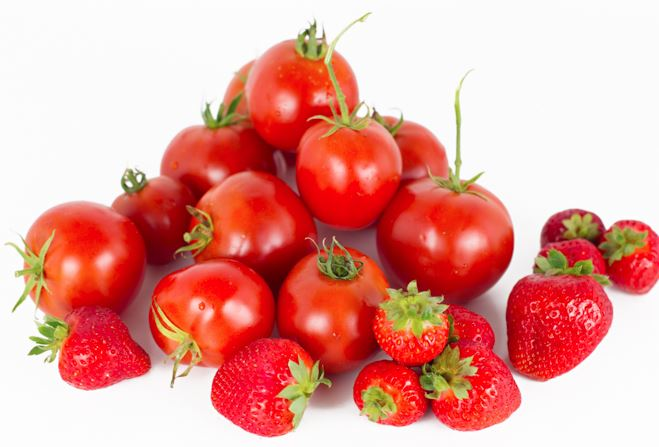 Certain types of tomatoes and strawberries can cause allergy