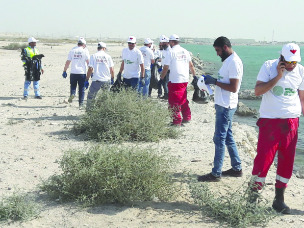 <p><em>Volunteers gathering rubbish along the coast.</em></p>