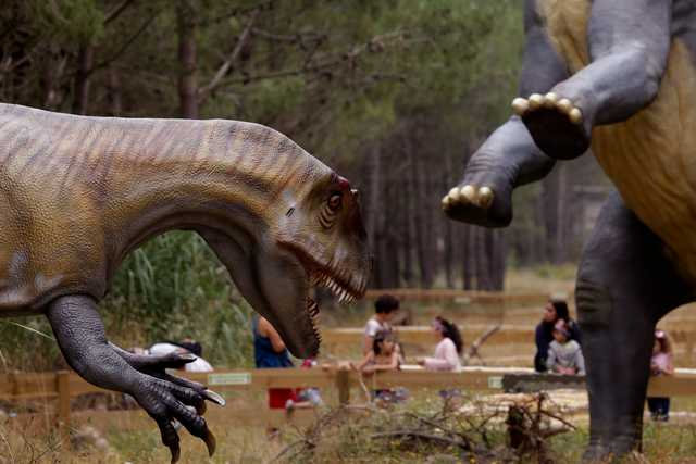 Skeletons and scares at Portugal's dino park