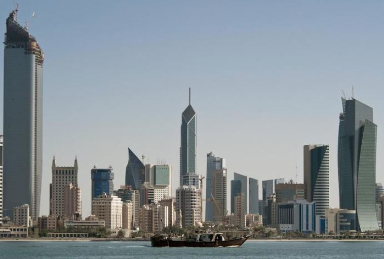 Kuwait population stands at 4,588,148
