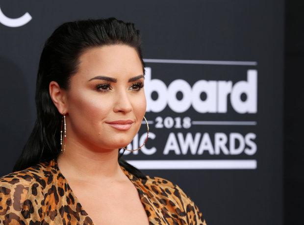 Singer Demi Lovato awake after suspected overdose