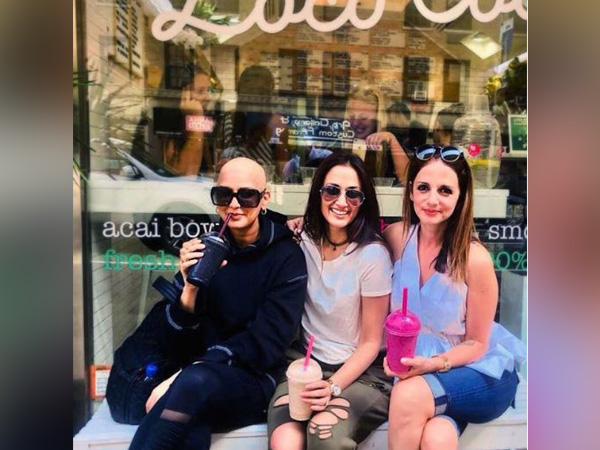 'Bald is Beautiful': Sonali Bendre poses for Friendship Day