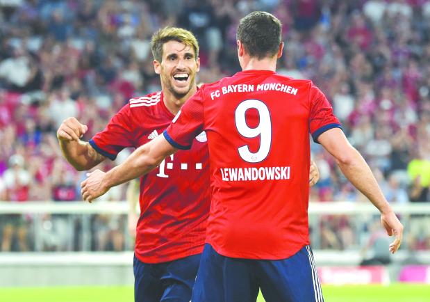 Martinez lifts Bayern past United