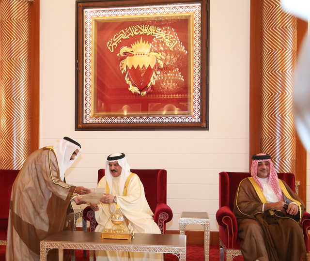 His Majesty the King receives citizens from Zallaq