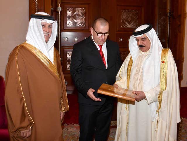 Photo Gallery: His Majesty the King receives Shaikh Ali bin Abdulla Al Khalifa