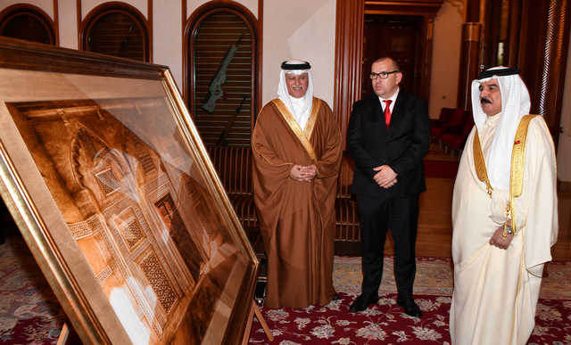 Photo Gallery: His Majesty the King receives Shaikh Ali bin Abdulla Al Khalifa