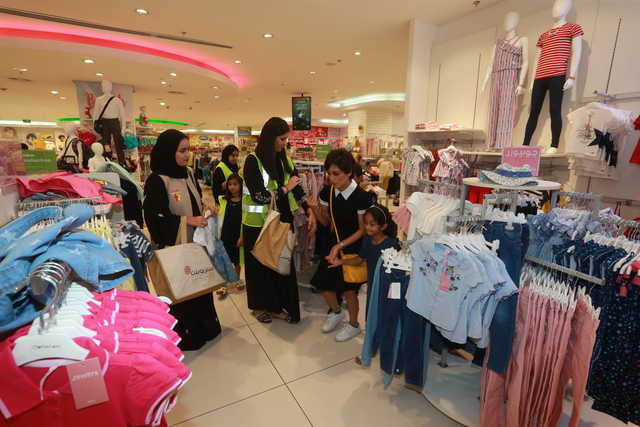 <p>A group of orphans were treated to Eid shopping at Centrepoint in City Centre Bahrain. They were each presented with BD50 as part of an initiative titled Farhathom (Their Happiness), which was organised by a group of volunteers and activists. Above and right, children with officials during the shopping.</p>