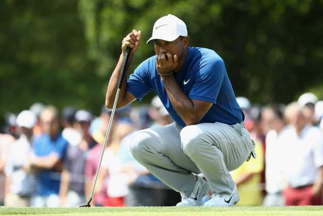 Woods charges into contention