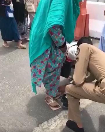 VIDEO: Saudi security officer's act of kindness goes viral