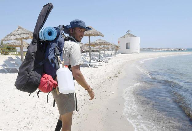 Tunisian anti-litter activist takes up 300-km beach cleanup challenge