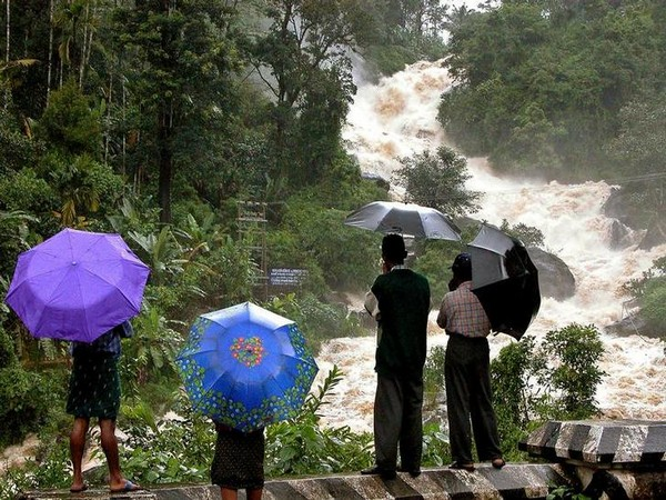 India: Troops called to Kerala state as 100 feared dead in floods