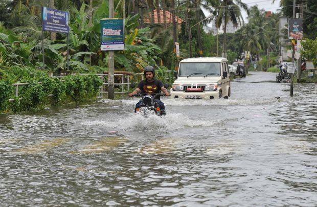 India flood crisis mounts as 324 confirmed dead