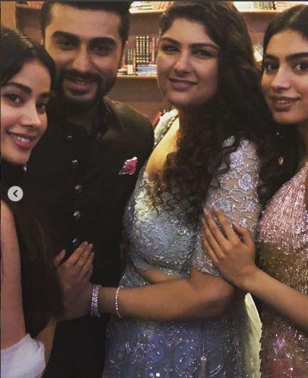 Bollywood: Raksha Bandhan: Get to know these 'Bhai-Behen' jodis of B-town