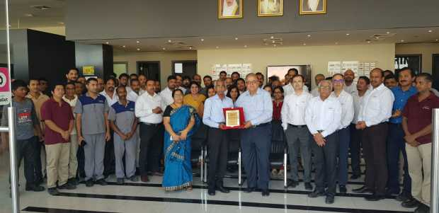 <p>A long-serving employee of Kavalani and Sons was honoured in a ceremony. Viswanathan Krishnan is retiring after 43 years of service. He joined the company in 1975 as storekeeper and went on to become the warehouse manager. Mr Krishnan hails from Palakkad in Kerala and his family includes wife Lata Krishnan, son Vimal, who works in TCS, Chennai and daughter Savita, who is married and settled in Singapore. Above, Mr Krishnan is presented with a memento during the event. </p>