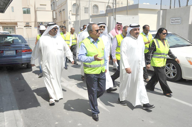 <p>The Halat Bu Maher development project is on track and is expected to be completed by July next year, Works, Municipalities Affairs and Urban Planning Minister Essam Khalaf said yesterday. He visited Halat Bu Maher Block 216 in Muharraq and welcomed the task forces' efforts to fast-track work.</p>