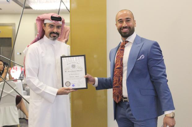<p>Shaikh Abdulla presents Mr Al Kooheji with a memento.</p>