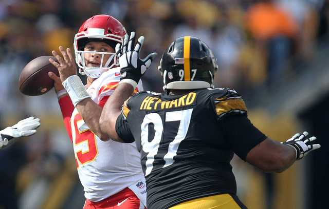 Mahomes leads Chiefs past Steelers