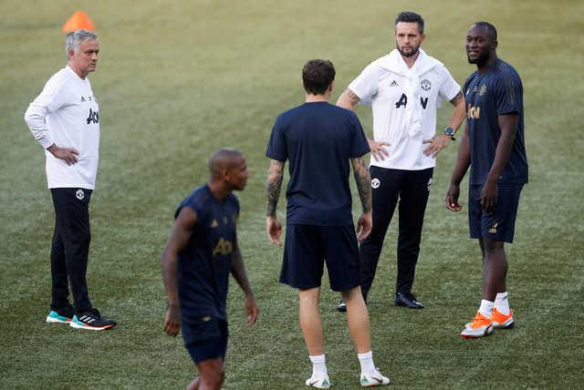 Mourinho looks to end 'decline'