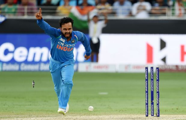 Reluctant bowler Jadhav closing in on India middle-order spot