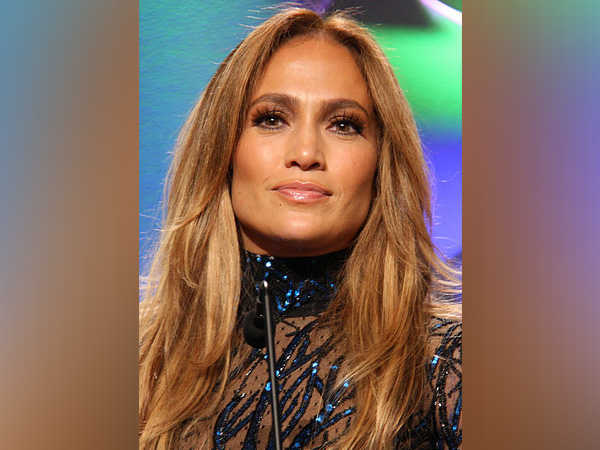 Jennifer Lopez falls on stage during Las Vegas show