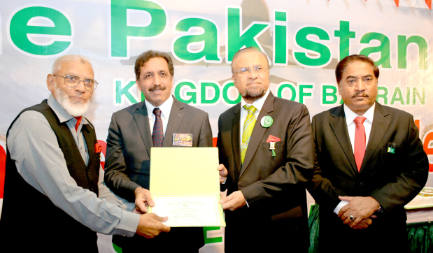 <p>New Pakistani Ambassador Afzaal Mahmood was chief guest at Pakistan Defence Day celebrations hosted by the Pakistan Club at its premises in Manama. Present were club chairman Rehan Ahmed, vice-chairman Afzal Bhatti, secretary general Qari Sami and community members. Above, Mr Mahmood, second from left, and Mr Ahmed, second from right, presenting a certificate of appreciation to Pakistan Navy Commander (Rtd) Abdul Qayum, left, in the presence of Mr Bhatti.</p>