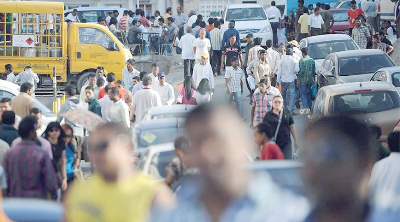 Expatriates in Oman dropped by 26,333 in August 2018