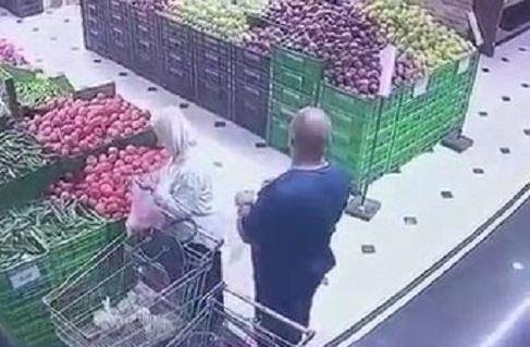 Video: Pickpocket caught stealing lady's purse in Amman