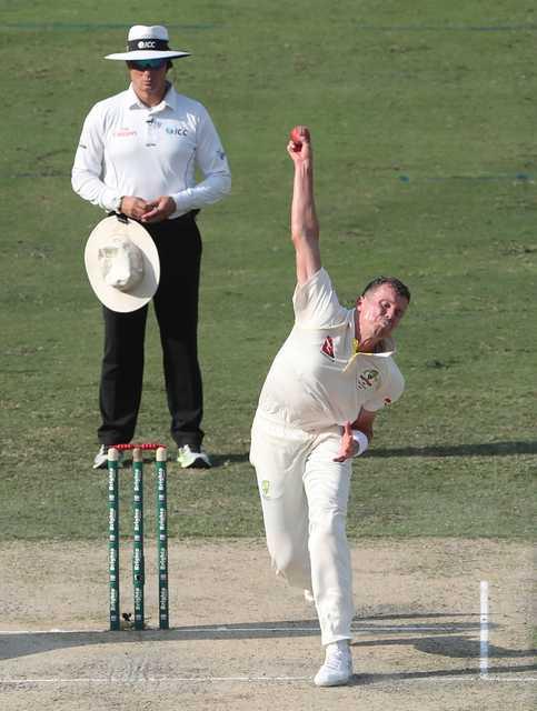 Australia dismiss Shafiq as Pakistan reach 417-5 at tea