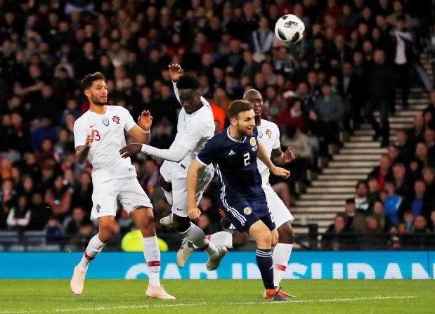 Eder stars as Portugal down Scotland