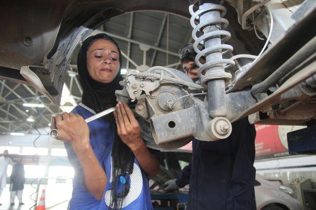The female car mechanic driving change in Pakistan