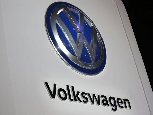 VW CEO says German carmakers have only 50 pct chance of staying ahead