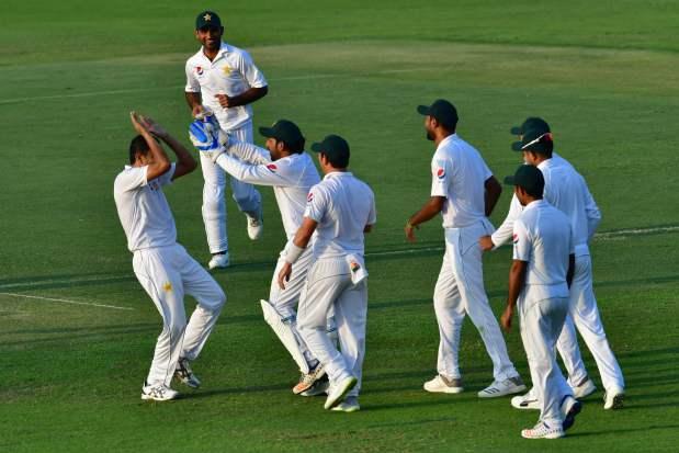 Pakistan reclaim advantage after Lyon wreaks havoc