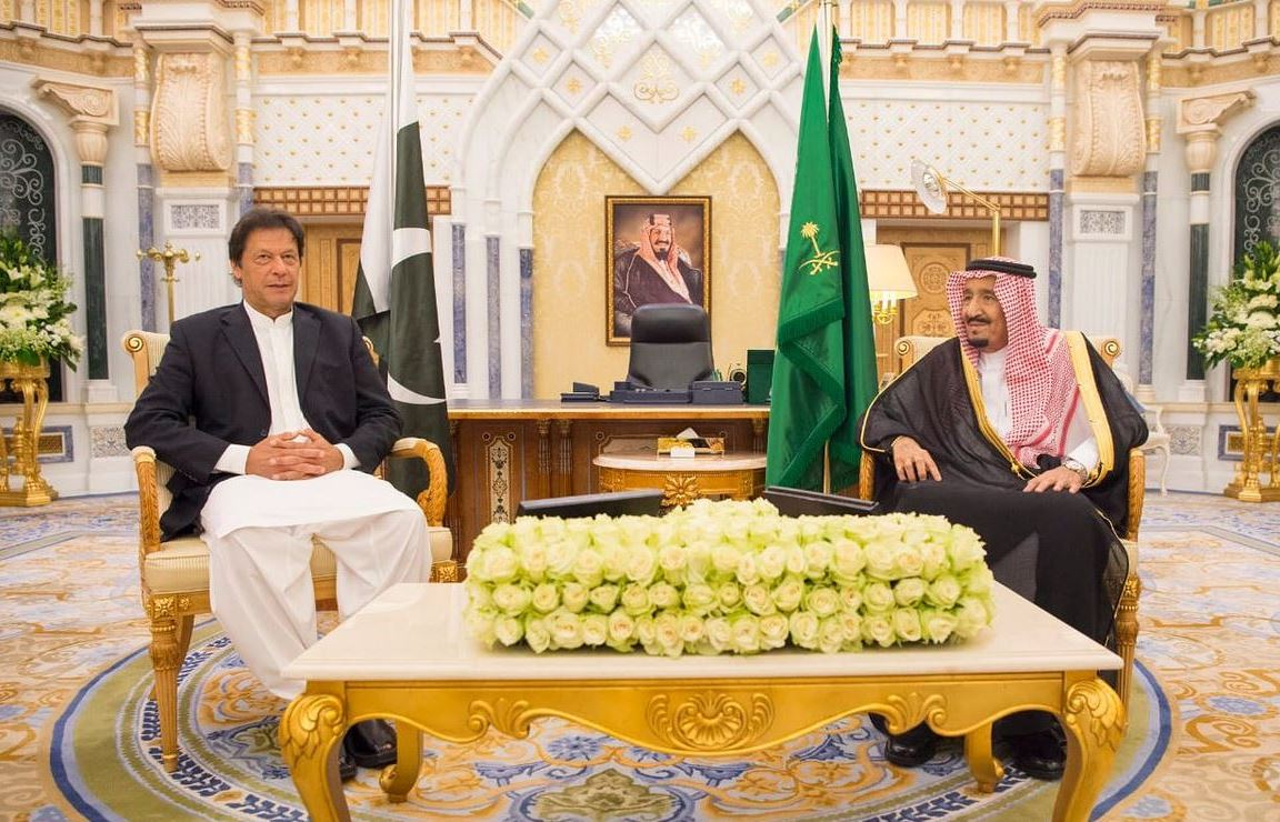 Pakistani Premier arrives in Saudi to attend forum